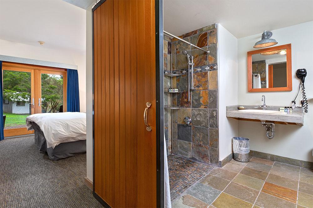 lodge king ada roll in shower