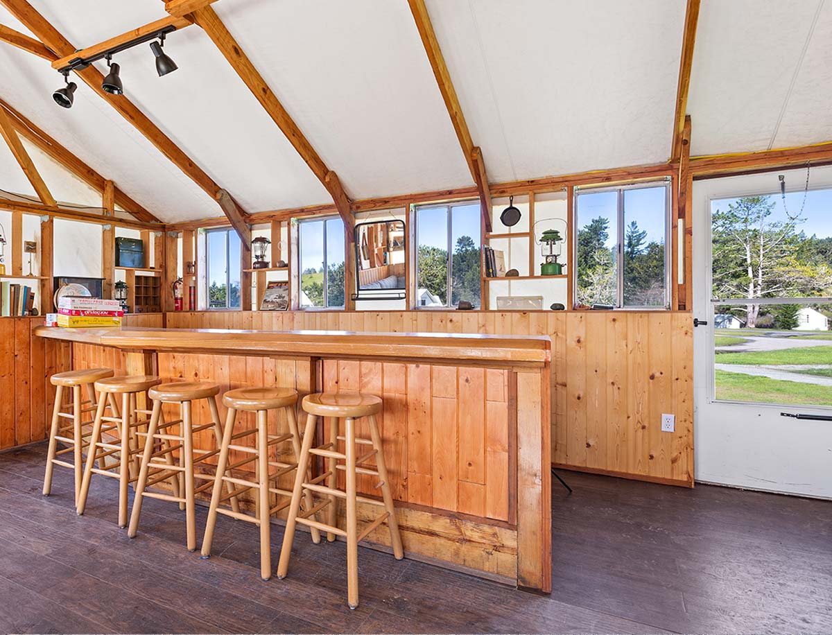 Pine Tent bar